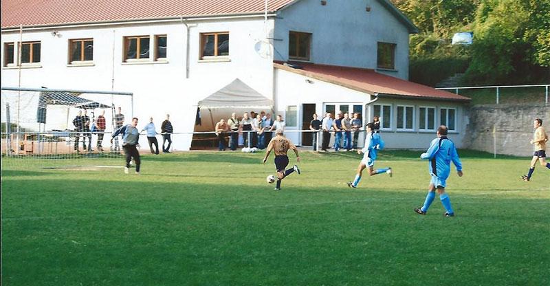Le terrain de foot
